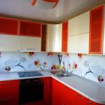 Кухня красно-кремовая