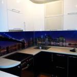 Кухня черно-белая, угловая, изготовлена на заказ в Томске
