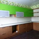 Кухня зеленая, угловая, изготовлена на заказ в Томске