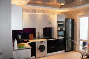 Кухня угловая, черно-белая, изготовлена на заказ в Томске, цена: 98300 р.