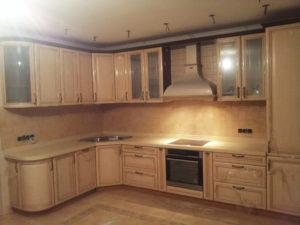 Кухня угловая, в классическом стиле, изготовлена на заказ в Томске, цена: 259 000 р.