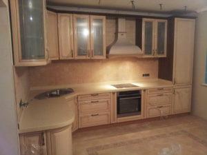 Кухня в классическом стиле, угловая, изготовлена на заказ в Томске, цена: 259 000 р.