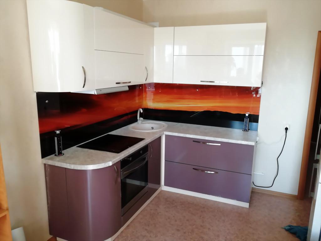 Кухонный гарнитур угловой цвета ваниль и мокко